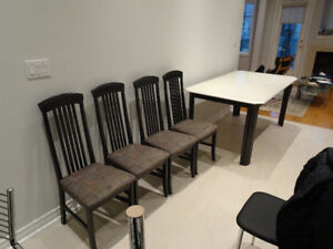 Made in Canada KITCHEN/DINING Table Expendable + 4 Chair