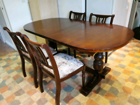 Vintage Extenable Dining table with dining chairs x 4