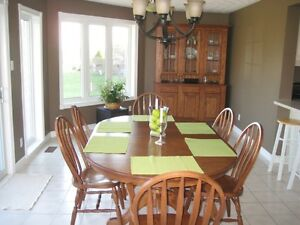 Mennonite solid oak table, 6 chairs, buffet and hutch