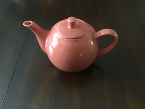 MAXWELL WILLIAMS TEA POT