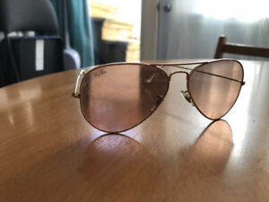 MINT CONDITION AVIATOR CLASSIC RAY BANS