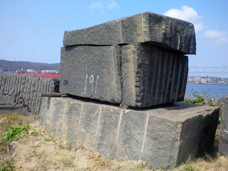 GRANITE BLOCKS. ZIMBABWE BLACK. ZIMBABWE GREY. RUSTENBURG GREY. RUSTENBURG BLACK. 190 CUBES-510 TONS