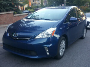 2014 Toyota Prius V   ** Hybrid  **Back up camera**