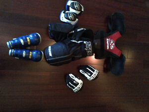 Jr Hockey Equip: Pants, Shoulder / Elbow / Shin Pads, and Gloves Kitchener / Waterloo Kitchener Area image 1