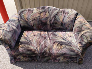 Like new in good condition love seat FREE DELIVERY