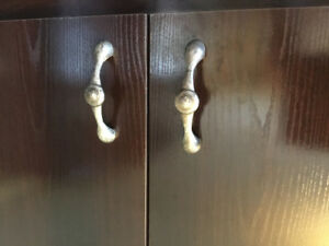 34 poignées de porte d'armoire de cuisine. Aubaine! 50$