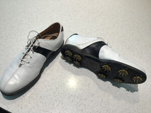 Almost new Footjoy Icon Black golf shoes, excellent condition