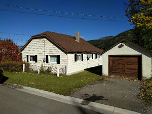 Crowsnest Pass/Blairmore 2 BR Home with Amazing View-Avail Nov 1