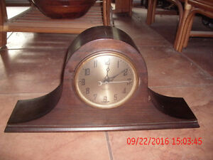 New Haven Elm City electric mantle (tambour) mahogany clock West Island Greater Montréal image 2