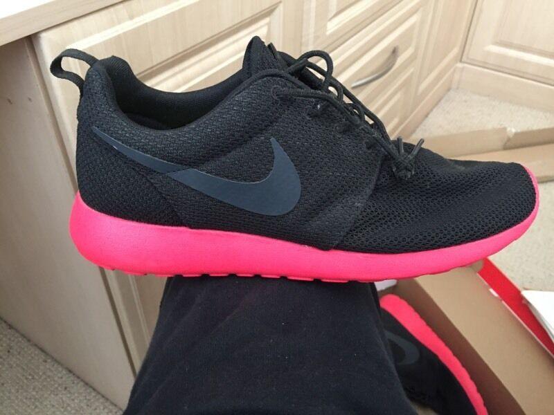 ovigo Brand new Nike roshe runs. U.K. Size 9. Rare | in Sunderland, Tyne
