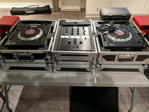Numark V7s and X5 mixer + Cases