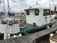 Cruising Houseboat - Triton