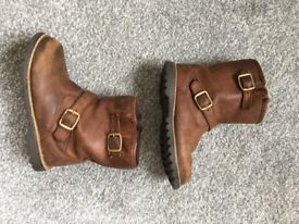 Ugg Boots in brown leather for children