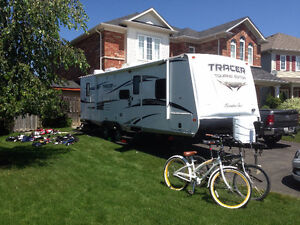 2014 Executive Series Mint 29 1/2 foot Tracer Travel Trailer