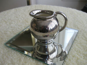 BEAUTIFUL OLD VINTAGE ENGLISH-MADE POTTERY CREAMER [GRAY'S]