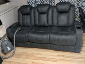 Movie sectional power recliner