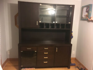 Large dining cabinet with hutch in excellent condition