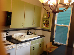ALL INCLUSIVE, FULLY FURNISHED STUDENT HOUSING/SEPT 1st