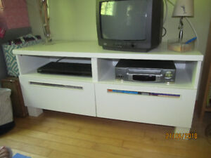 Meuble télé Ikea blanc semi-lustré