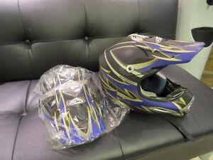 Zox Motocross Helmet w 2 brand spare visors, Medium