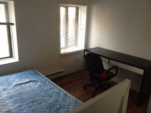 DOWNTOWN SEPTEMBER LEASE TRANSFER (Near McGill campus)