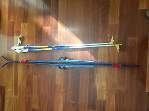 5-6 year old kid skis, bindings and poles