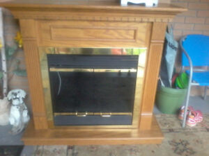 Electric oak fireplace, in good condition.