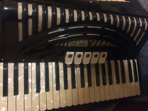 accordion TITANIO FULL SIZE KEYS. a gem, impeccably maintained.