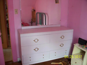 Victoriaville Dressers
