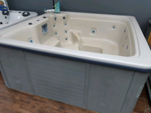 Great trade-in Balboa tub, no frills, great price ready to rock!