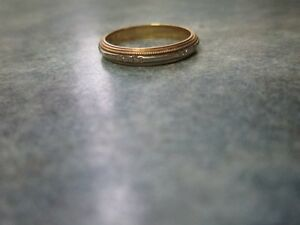 Woman's  vintage 10Kgold Wedding Band
