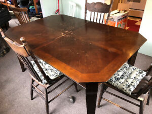 Dining Room Table.  Solid Wood