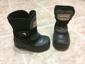 EUC Boys sz. 5 STONZ winter boots