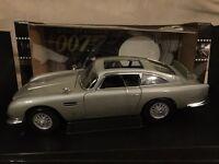Autoart 1:18 James Bond Aston Martin DB5 Weapons Car