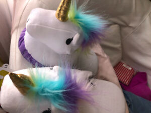 New with tags Unicorn kids slippers