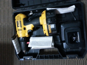 Dewalt 18 volt cordless drill with brand new charger and battery