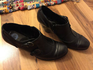 Born ankle boots