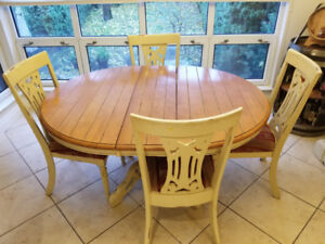 Table a cuisine + chaises / Kitchen table + chairs