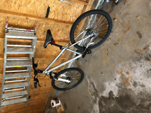 """2014 norco mountaineer,  15"""" frame,adjustable suspension"""