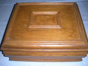 Boîte en bois Coffret artisanal en chêne, boîte de rangement