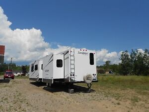 2009 Sandpiper camper 34' with 2 pullouts. Excellent condition