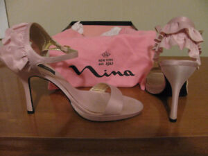 Beautiful Nina Shoes size 8/12.  Great for graduation or wedding