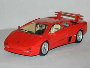 Burago 1/18 Scale 1990 Lamborghini Diablo Diecast Car Red