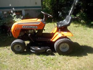 Beau petit tracteur