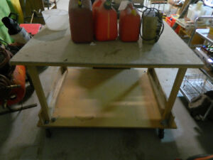 Work bench with rollers