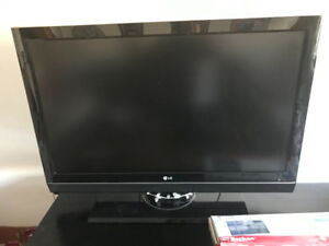 """42"""" LG TV w LCD wall mount fixed fits up to 65"""""""