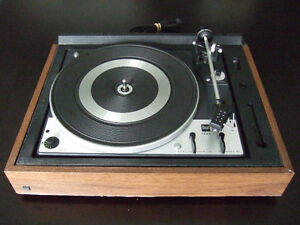 Beautiful fully serviced Dual 1225 2-speed automatic turntable