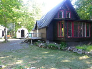 Beautiful cottage for sale in Warwick Mountain