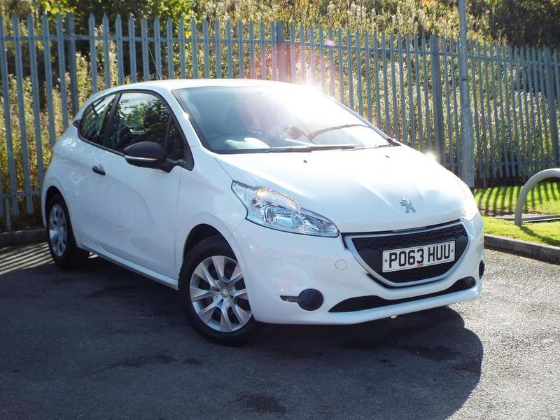 peugeot 208 access 1 0 vti access 3 door white 2013 in nelson lancashire gumtree. Black Bedroom Furniture Sets. Home Design Ideas