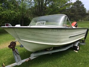 BOAT WITH TRAILOR FOR SALE